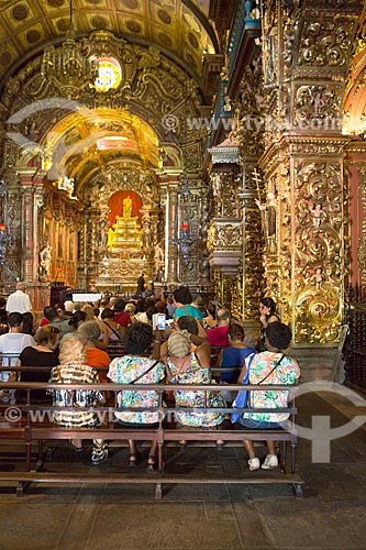 Fiéis no interior da Igreja de Nossa Senhora do Monte Serrat (1671) no Mosteiro de São Bento  - Rio de Janeiro - Rio de Janeiro (RJ) - Brasil