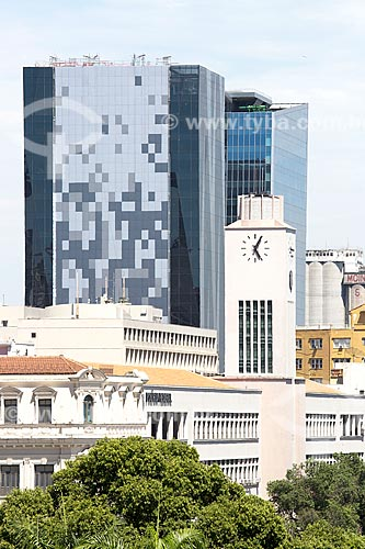 Prédio do Departamento de Polícia Federal - Superintendência Regional do Rio de Janeiro (DPF / SR-RJ) com o Edifício sede da L Oréal Brasil e o Edifício Vista Guanabara ao fundo  - Rio de Janeiro - Rio de Janeiro (RJ) - Brasil