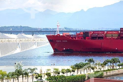 Navio cargueiro na Baía de Guanabara próximo ao Museu do Amanhã  - Rio de Janeiro - Rio de Janeiro (RJ) - Brasil