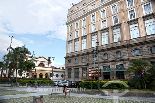 Fachada do Centro Cultural Banco do Brasil (1906) com a Casa França-Brasil (1820) ao fundo  - Rio de Janeiro - Rio de Janeiro (RJ) - Brasil