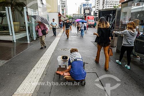 Morador de rua na Avenida Paulista  - São Paulo - São Paulo (SP) - Brasil