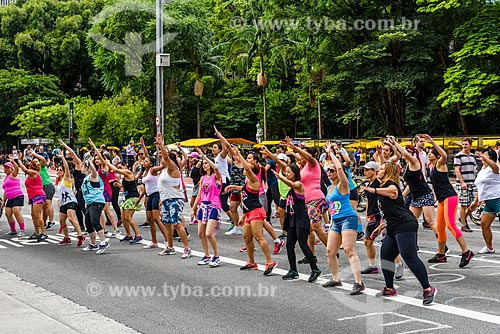 Aula pública de dança na Avenida Paulista fechada ao trânsito para uso como área de lazer  - São Paulo - São Paulo (SP) - Brasil
