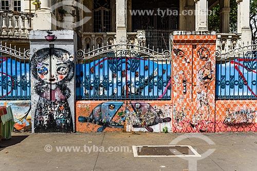 Detalhe de grafite na fachada do Palacete Franco de Mello (1905) na Avenida Paulista  - São Paulo - São Paulo (SP) - Brasil