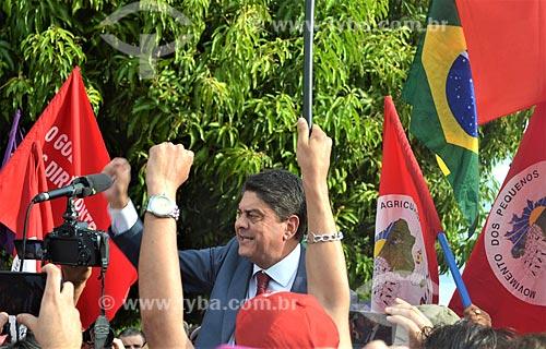 Deputado Wadih Damous durante manifestação do Movimento dos Pequenos Agricultores (MPA) após a aprovação do impeachment da Presidente Dilma Rousseff no Senado Federal  - Brasília - Distrito Federal (DF) - Brasil