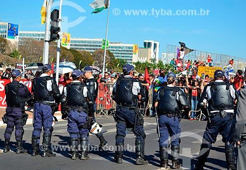 Polícia Militar na Esplanada dos Ministérios durante manifestação após a aprovação do impeachment da Presidente Dilma Rousseff  - Brasília - Distrito Federal (DF) - Brasil