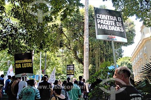 Manifestação de servidores públicos na Rua Pinheiro Machado  - Rio de Janeiro - Rio de Janeiro (RJ) - Brasil