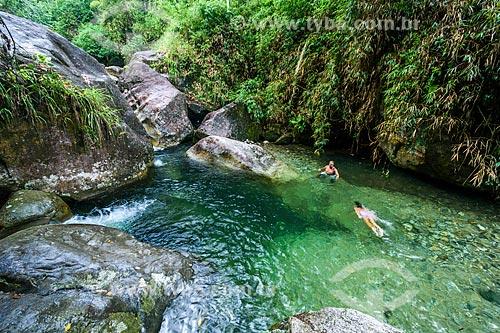 Banhista no Poço das Esmeraldas na Área de Proteção Ambiental da Serrinha do Alambari  - Resende - Rio de Janeiro (RJ) - Brasil