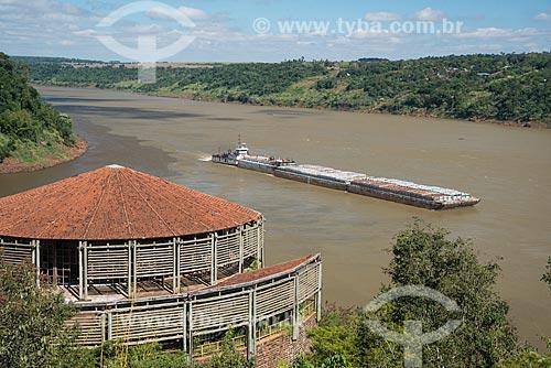Balsa fazendo transporte de carga no Rio Paraná  - Foz do Iguaçu - Paraná (PR) - Brasil