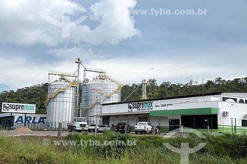 Vista geral da Supremax - fábrica de ração animal - a partir da Rodovia BR-364  - Ariquemes - Rondônia (RO) - Brasil
