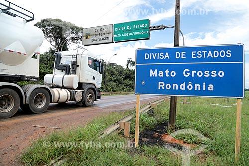 Caminhão-tanque no trecho da divisa entre Mato Grosso e Rondônia na Rodovia BR-364  - Rondônia (RO) - Brasil