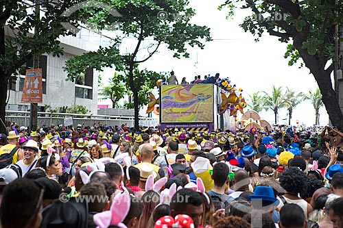 Trio elétrico durante o desfile do bloco de carnaval de rua Simpatia é Quase Amor na Rua Teixeira de Melo  - Rio de Janeiro - Rio de Janeiro (RJ) - Brasil