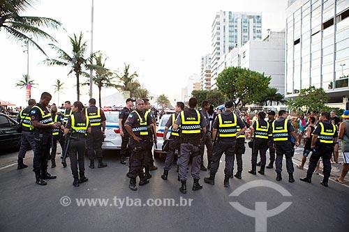 Policiamento na Avenida Vieira Souto durante o desfile do bloco de carnaval de rua Banda de Ipanema  - Rio de Janeiro - Rio de Janeiro (RJ) - Brasil