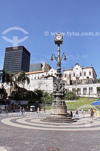Relógio do Largo da Carioca com o Igreja e Convento de Santo Antônio do Rio de Janeiro ao fundo  - Rio de Janeiro - Rio de Janeiro (RJ) - Brasil