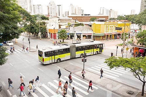 Ônibus articulado no Corredor MOVE Área Central - Sistema de Transporte Rápido por Ônibus da cidade de Belo Horizonte - na esquina da Avenida Amazonas com a Avenida Paraná  - Belo Horizonte - Minas Gerais (MG) - Brasil