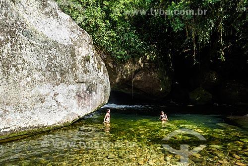 Banhistas no Poço da Verde próximo ao Centro de Visitantes von Martius do Parque Nacional da Serra dos Órgãos  - Guapimirim - Rio de Janeiro (RJ) - Brasil