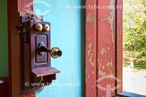 Detalhe de telefone à manivela em fazenda da família Belini na zona rural da cidade de Guarani  - Guarani - Minas Gerais (MG) - Brasil