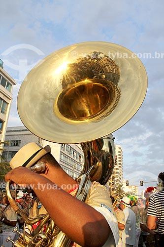Músico com Sousafone durante o desfile do bloco de carnaval de rua Banda de Ipanema  - Rio de Janeiro - Rio de Janeiro (RJ) - Brasil