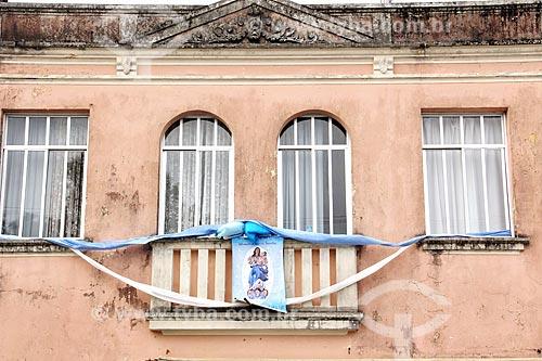 Detalhe de fachada de casario decorada para a Festa de Nossa Senhora da Graça  - São Francisco do Sul - Santa Catarina (SC) - Brasil
