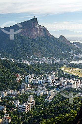 Vista do bairro da Gávea a partir do Morro Dois Irmãos com o Cristo Redentor ao fundo  - Rio de Janeiro - Rio de Janeiro (RJ) - Brasil