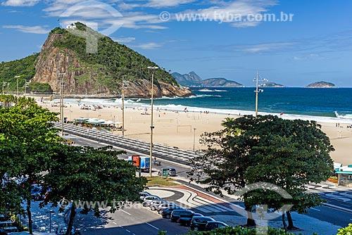 Vista da orla da Praia de Copacabana com o Área de Proteção Ambiental do Morro do Leme ao fundo   - Rio de Janeiro - Rio de Janeiro (RJ) - Brasil