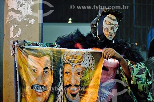 Detalhe de bate-bola com imagem de Saddam Hussein e Yasser Arafat na Estação Ferroviária Central do Brasil  - Rio de Janeiro - Rio de Janeiro (RJ) - Brasil
