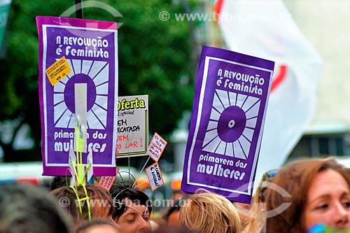 Cartaz da Primavera Feminina durante manifestação ao Dia Internacional da Mulher  - Rio de Janeiro - Rio de Janeiro (RJ) - Brasil