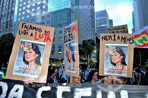 Cartaz que diz: Façamos do luto a luta - com a foto de Eliza Samúdio durante manifestação ao Dia Internacional da Mulher  - Rio de Janeiro - Rio de Janeiro (RJ) - Brasil