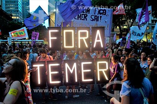 Letreiro iluminado que diz: Fora Temer - durante manifestação ao Dia Internacional da Mulher  - Rio de Janeiro - Rio de Janeiro (RJ) - Brasil