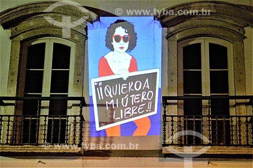 Projeção em fachada de prédio durante manifestação ao Dia Internacional da Mulher  - Rio de Janeiro - Rio de Janeiro (RJ) - Brasil
