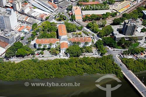 Foto aérea da Casa da Cultura de Pernambuco (1855) - antigo Casa de Detenção do Recife - com a Ponte Seis de Março - também conhecida como Ponte Velha  - Recife - Pernambuco (PE) - Brasil