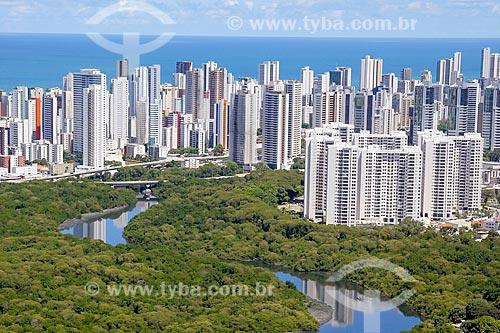 Foto aérea da Parque dos Manguezais com os prédios do bairro de Boa Vista ao fundo  - Recife - Pernambuco (PE) - Brasil