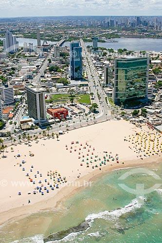 Foto aérea do Praia do Pina com o Bingo Cassino Americano - à esquerda - e o JCPM Trade Center - edifício sede do Grupo JCPM - à direita  - Recife - Pernambuco (PE) - Brasil