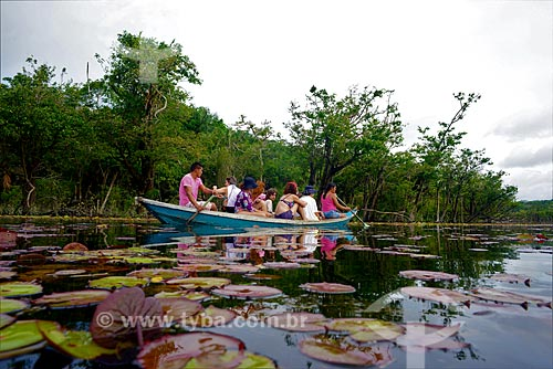 Turistas no Igarapé do Jamaraquá - Floresta Nacional do Tapajós  - Belterra - Pará (PA) - Brasil