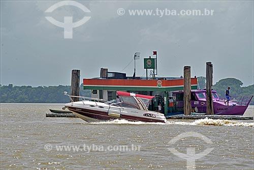 Posto de gasolina flutuante na Baía de Guajará  - Belém - Pará (PA) - Brasil