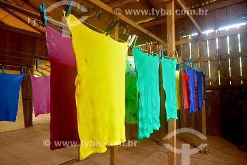 Tingimento de tecido emborrachado da amazônia (TEA)  - Belterra - Pará (PA) - Brasil