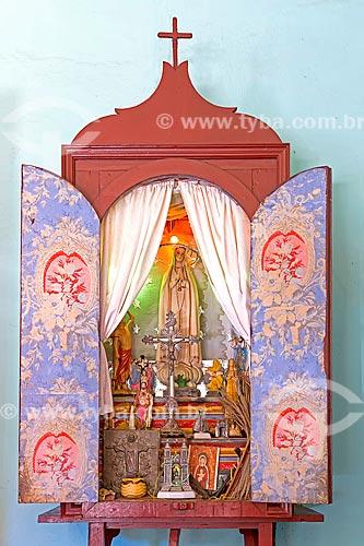 Detalhe de oratório católico com a imagem de Nossa Senhora na sala da Fazenda da família Belini  - Guarani - Minas Gerais (MG) - Brasil