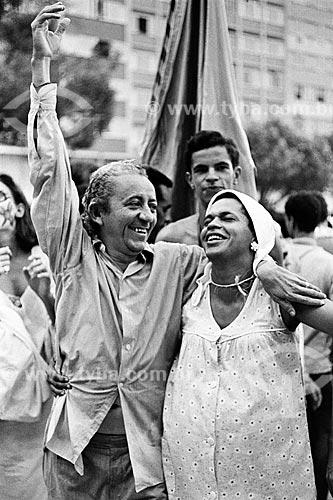 Fotógrafos José Medeiros e Walter Firmo durante o desfile do bloco de carnaval de rua Banda de Ipanema  - Rio de Janeiro - Rio de Janeiro (RJ) - Brasil