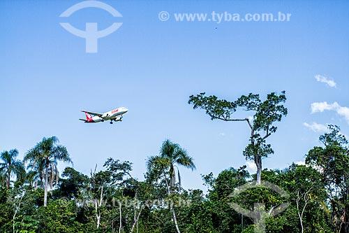 Avião preparando-se para pousar no Aeroporto Hercílio Luz  - Florianópolis - Santa Catarina (SC) - Brasil