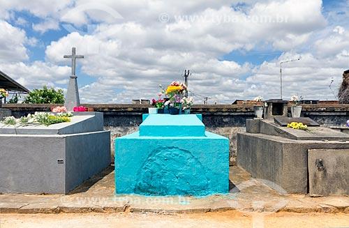 Túmulos no cemitério de Guarani  - Guarani - Minas Gerais (MG) - Brasil