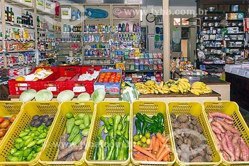 Vegetais à venda no Interior do Armazém Irmãos Ornellas  - Guarani - Minas Gerais (MG) - Brasil
