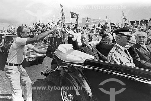 Desfile em carro aberto durante a cerimônia de posse de João Baptista Figueiredo  - Brasília - Distrito Federal (DF) - Brasil