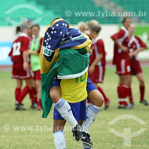 Jogadoras enroladas na bandeira do Brasil após a vitória contra o Canadá - Jogos Pan-Americanos - Santo Domingo 2015 - Futebol Feminino  - Santo Domingo - Província do Distrito Nacional - República Dominicana