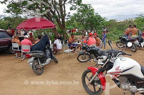 Pessoas às margens do Rio Paraíba após receber água do Projeto de Integração do Rio São Francisco  - Monteiro - Paraíba (PB) - Brasil