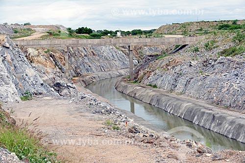 Canteiro de obras do canal de irrigação do Projeto de Integração do Rio São Francisco com as bacias hidrográficas do Nordeste Setentrional  - Sertânia - Pernambuco (PE) - Brasil