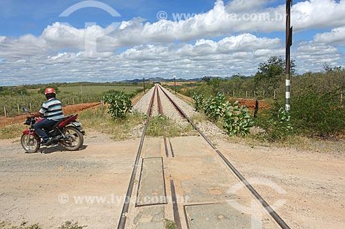 Vista da passagem de nível da Ferrovia Nova Transnordestina  - Salgueiro - Pernambuco (PE) - Brasil