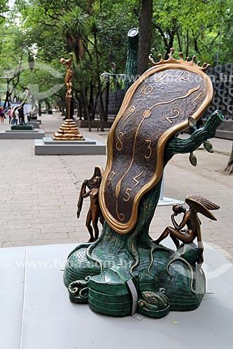 Escultura La danza del tiempo (A dança do tempo) 1977 - em exposição a céu aberto no Museo Nacional de Antropología (Museu Nacional de Antropologia do México)  - Cidade do México - Distrito Federal - México