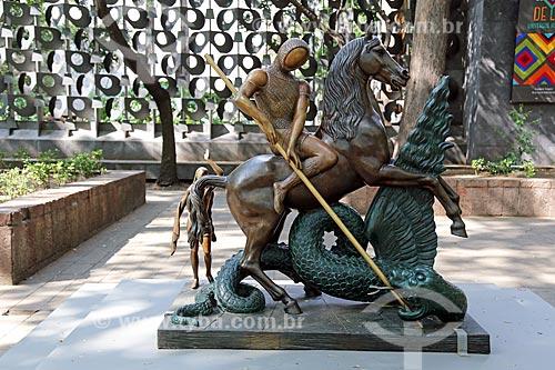 Escultura San Jorge y el dragón (São Jorge e o dragão) 1984 - em exposição a céu aberto no Museo Nacional de Antropología (Museu Nacional de Antropologia do México)  - Cidade do México - Distrito Federal - México