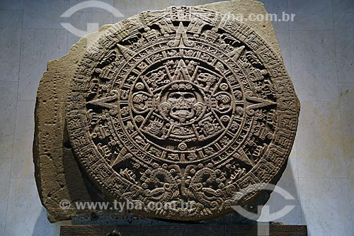 Detalhe da Piedra del Sol (Pedra do Sol) - parte da coleção Mexica do Museo Nacional de Antropología (Museu Nacional de Antropologia do México)  - Cidade do México - Distrito Federal - México