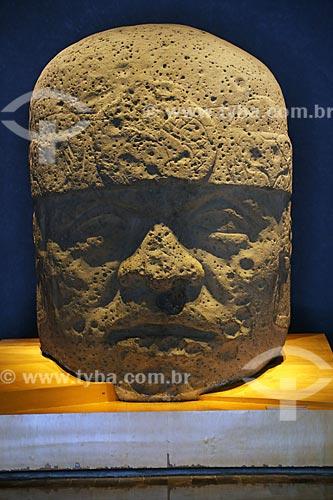 Detalhe da Cabeza Colosal (Cabeça Colossal) - parte da coleção Culturas da Costa do Golfo do Museo Nacional de Antropología (Museu Nacional de Antropologia do México)  - Cidade do México - Distrito Federal - México