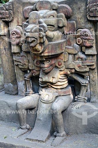Detalhe de estátua no jardim do Museo Nacional de Antropología (Museu Nacional de Antropologia do México)  - Cidade do México - Distrito Federal - México